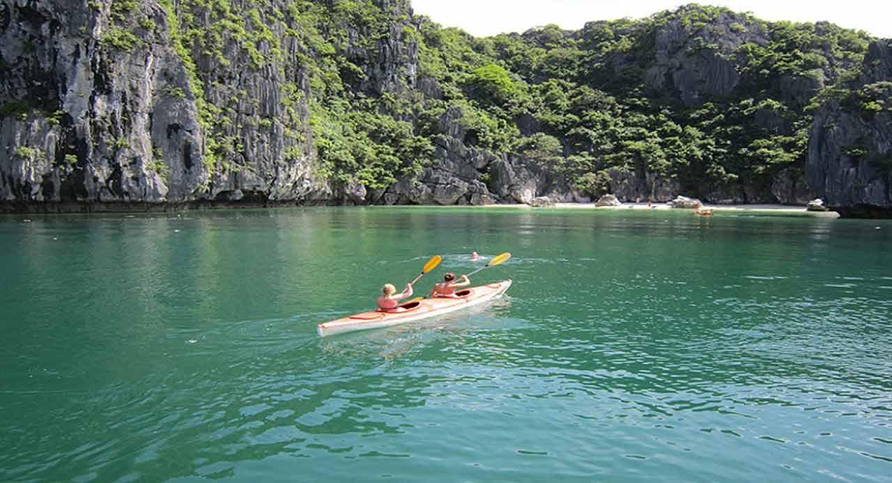 Chèo thuyền Kayak một trong những hình thức du lịch khám phá phổ biến